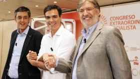 Madina, Sánchez y Pérez Tapias posan para la prensa en el debate de 2014.
