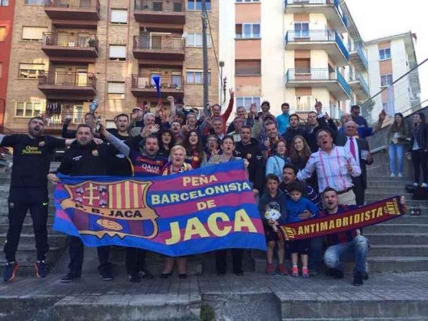 Peña Barcelonista de Jaca. En el Camp Nou no puedes sacar tranquilamente una bandera de España.