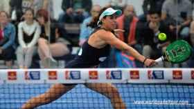 Marta Marrero golpea la bola en cuartos de final.