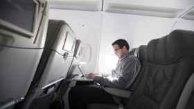 La medida impedirá a los viajeros de negocios trabajar en los largos vuelos transatlánticos
