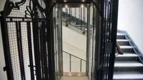 Un ascensor similar al que se encontraba en el número 4 de la calle Hermanos Bécquer.