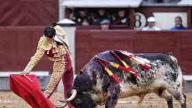 Derechazo de Morenito de Aranda, que cortó una oreja al quinto