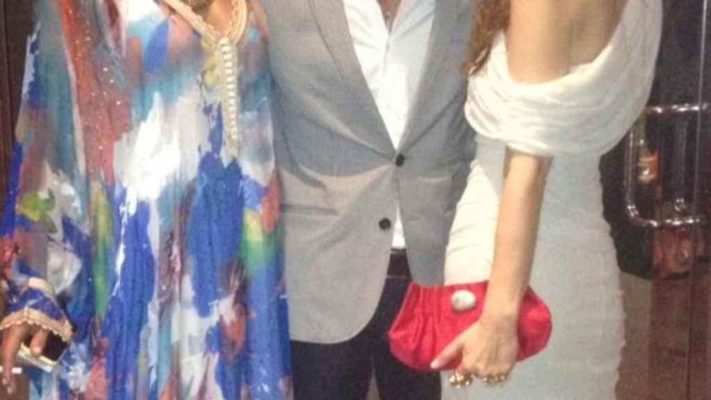 Mónica posa con Colate, hermano de Paulina Rubio, con el que se lleva estupendamente.