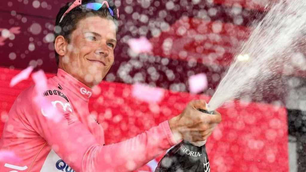 Jungels celebra su victoria en el Giro.