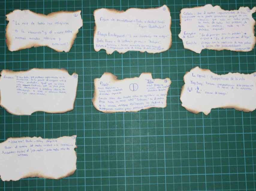 Algunos de los pergaminos encontrados en la habitación de Patricia Aguilar.