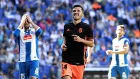 Gayá celebra un gol con el Valencia.
