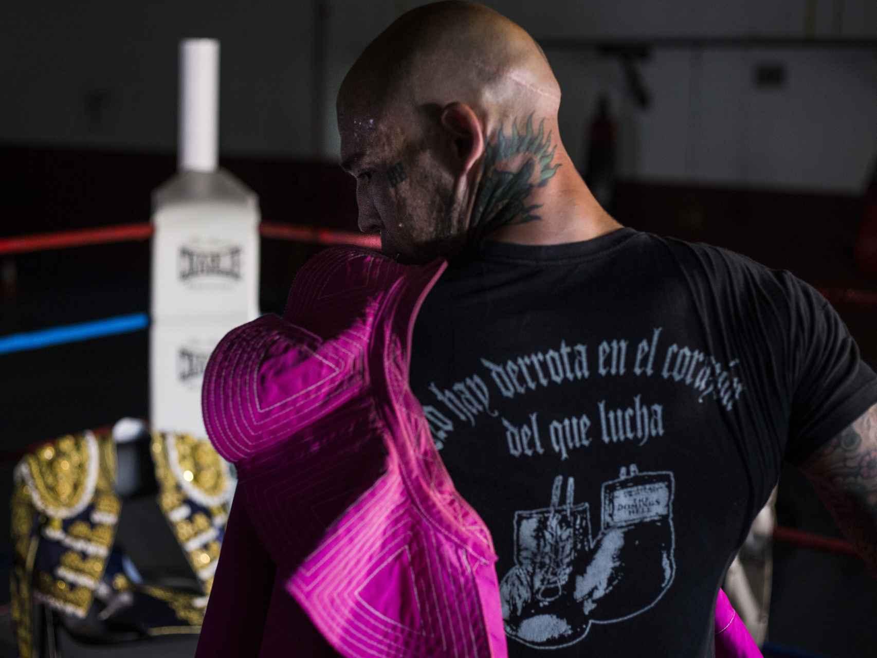 Así es Álvaro Ortega: ex torero, ex neonazi y ex boxeador.