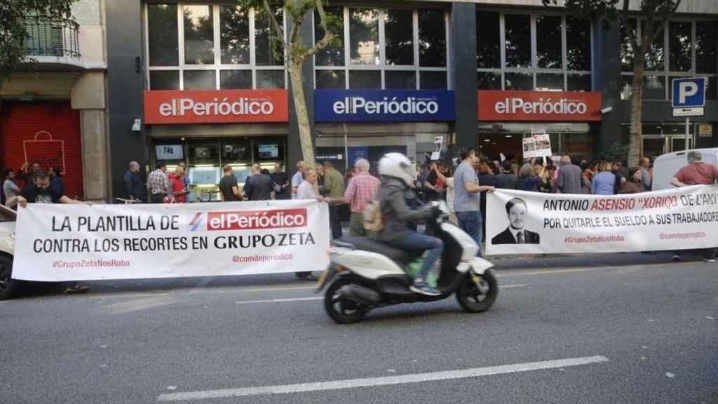 Sede de El Periódico durante la huelga del 15 de mayo.