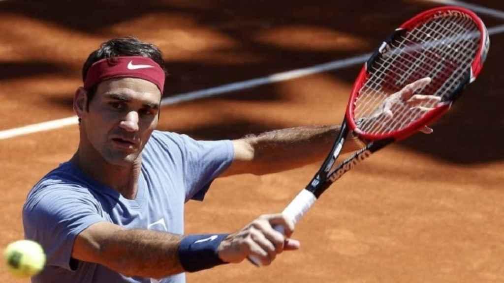 Federer, entrenando el año pasado en Roland Garros.
