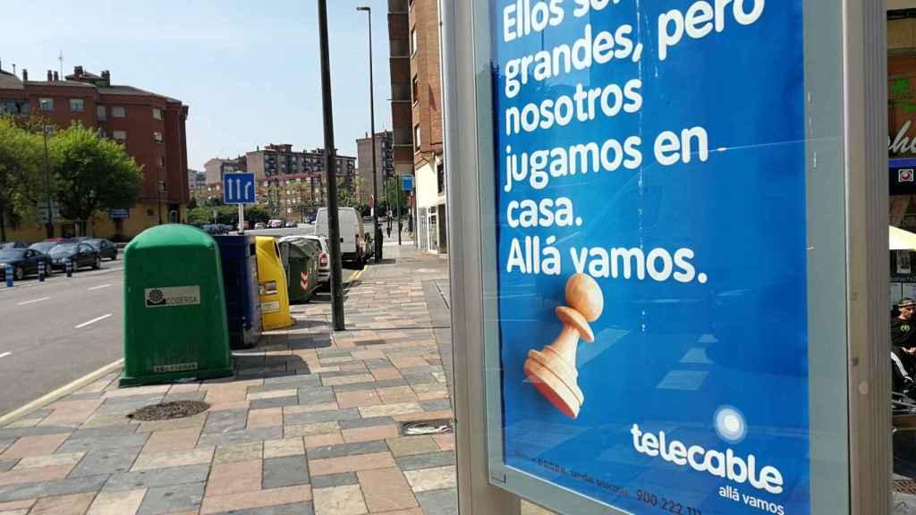 'Ellos son más grandes, pero nosotros jugamos en casa', cartel promocional de Telecable