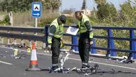 La Policía examina la zona tras el accidente de Oliva (Valencia).