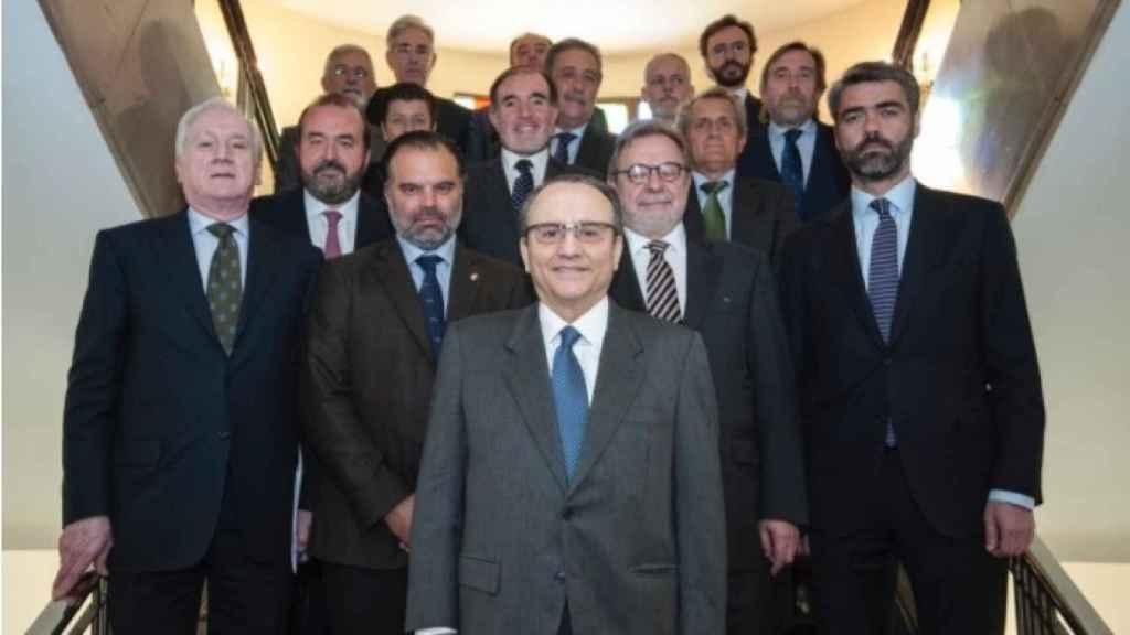 Javier Moll (Prensa Ibérica), en primer plano, escoltado por Antonio Miguel Méndez (Promecal), Fernando de Yarza (Henneo), Juan Luis Cebrián (Prisa) y Luis Enríquez (Vocento).