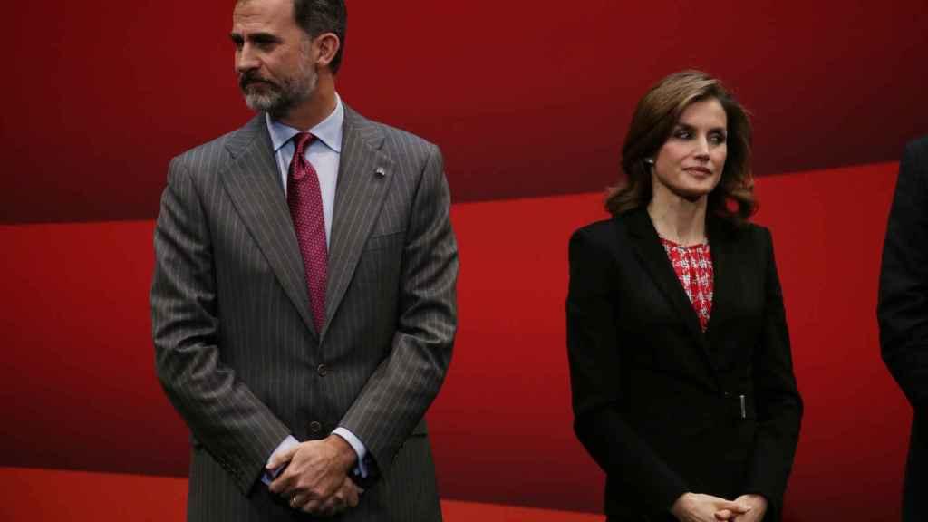 Los reyes Felipe y Letizia ni se cruzan la mirada durante un acto oficial.