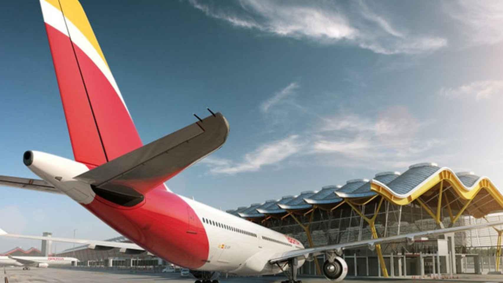Un avión de Iberia en el aeropuerto de Madrid.