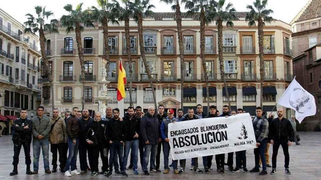 Miembros de Málaga 1487 manifestándose contra los detenidos por el ataque a Blanquerna.
