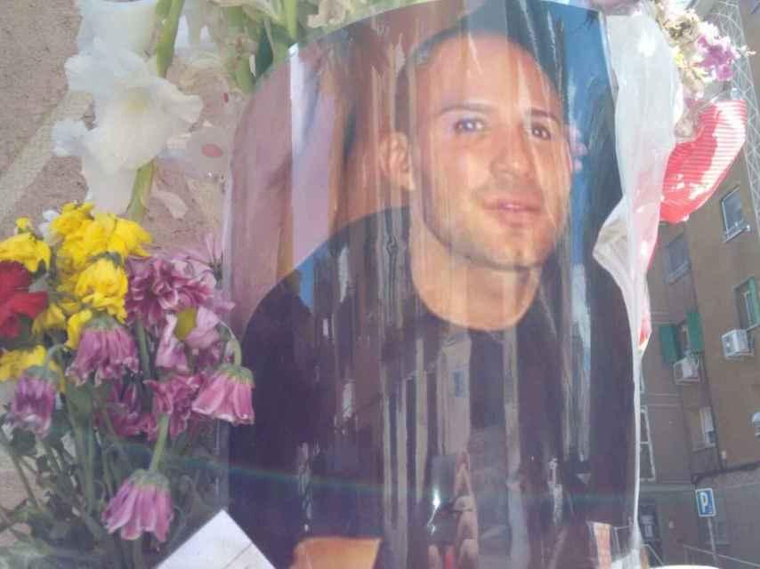 Altar dedicado al Niño Sáez en el lugar en el que fue asesinado el pasado domingo, 14 de mayo.