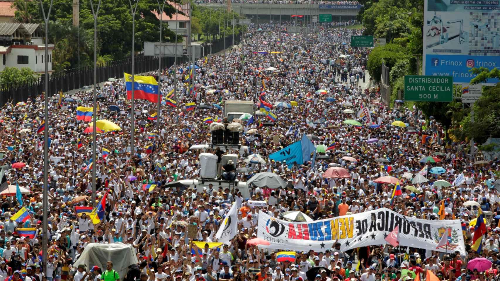 Caracas vuelve a echarse a la calle contra Maduro