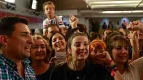 Militantes del PSOE, en Ferraz este domingo celebrando la victoria de Pedro Sánchez.