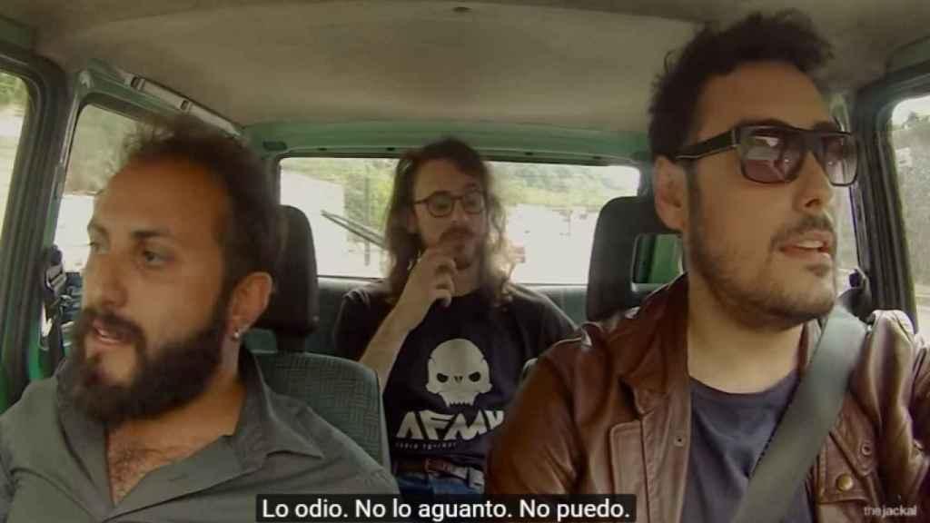 Los tres amigos hablando de 'Despacito'