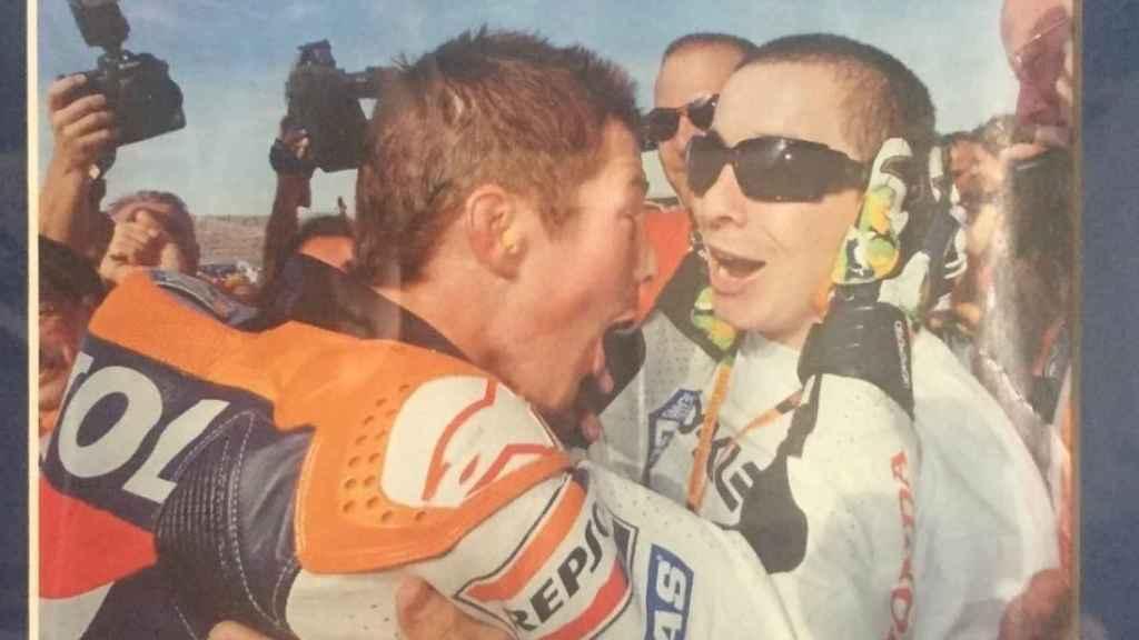 Nicky y su hermano Roger Lee tras ganar el Mundial de 2006.