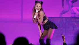 Ariana Grande, en pleno concierto.