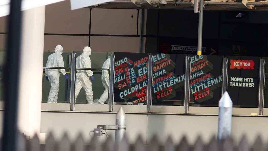 Policía científica en las instalaciones del Manchester Arena.