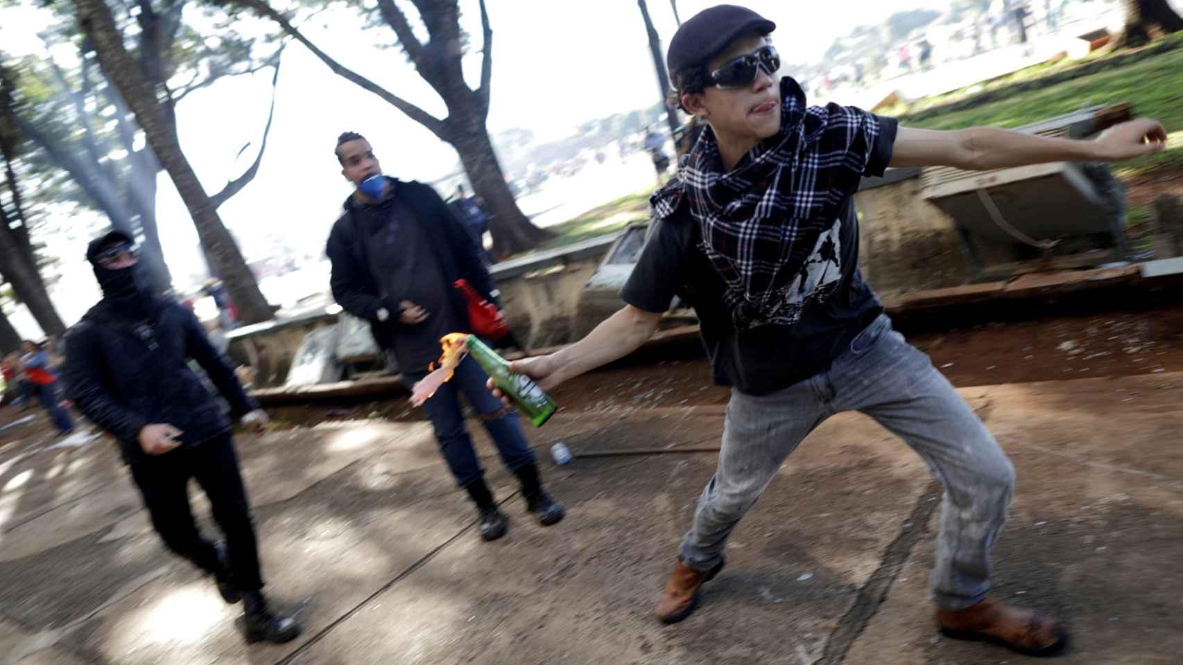 Cócteles molotov y barricadas: Brasilia protesta contra Temer