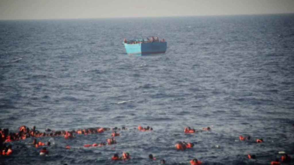 Imagen de la embarcación que ha volcado en el Mediterráneo