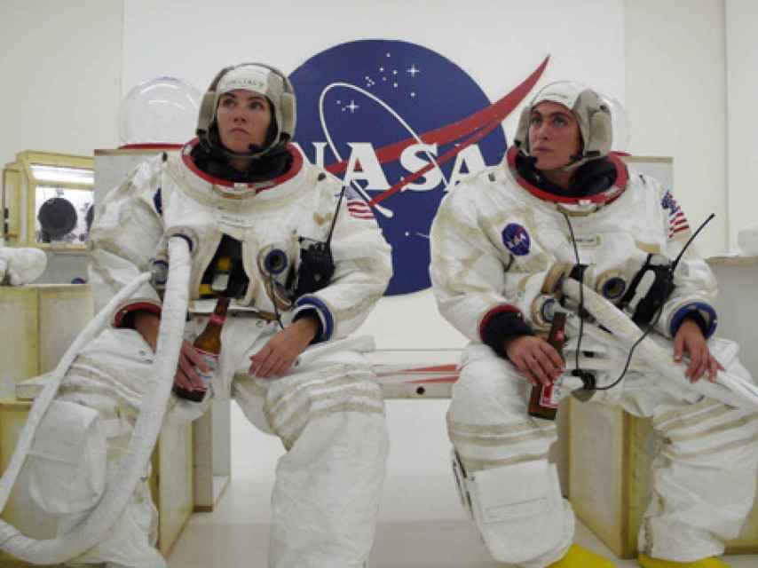 Las compañeras astronautas, en realidad carpinteras, del proyecto espacial de Sachs.