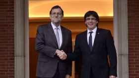 Rajoy contesta a Puigdemont que no negociará romper el orden constitucional