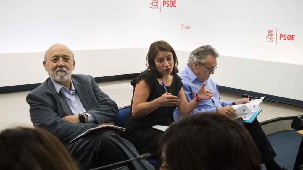 Los socialistas Adriana Lastra, Manuel Escudero y José Félix Tezanos, durante la presentación de las enmiendas al documento marco del 39 congreso federal del PSOE.