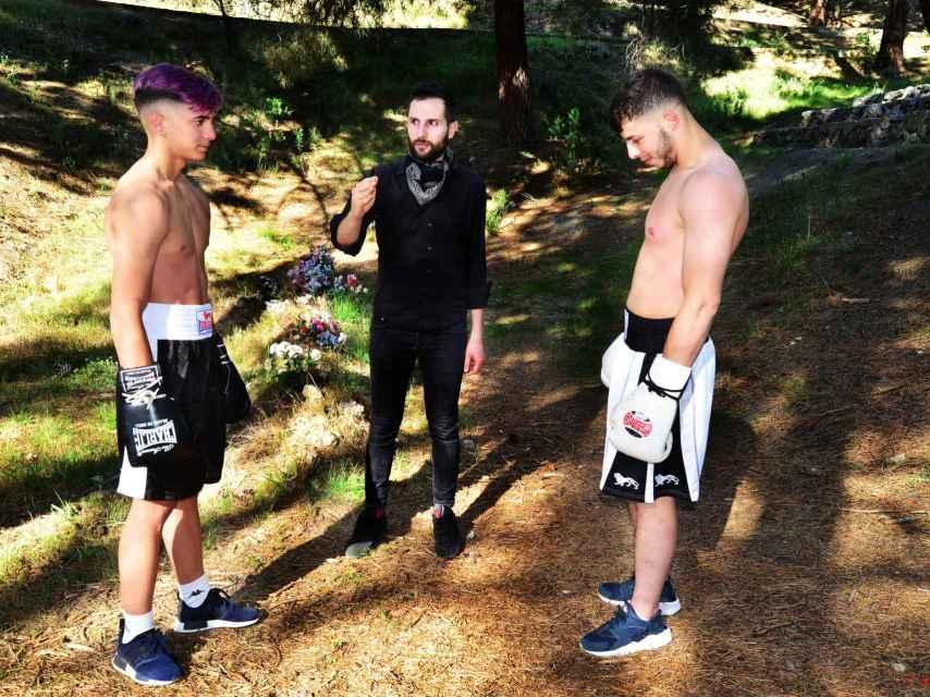 Omar Jerez junto a los dos boxeadores.