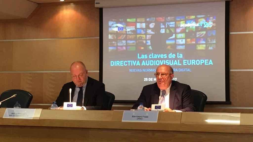 Marcel Boulogne (Comisión Europea) y Santiago Pisas (PPE) durante la jornada Las claves de la Directiva Audiovisual Europea