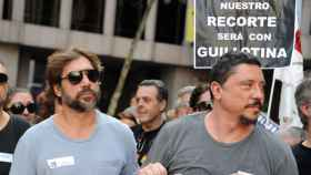 Javier y Carlos Bardem en una manifestación a las puertas del Ministerio de Cultura contra el IVA, en 2012.