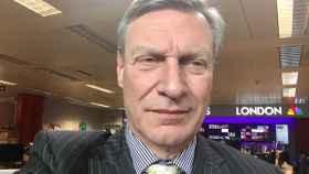 Un selfie del falso embajador de Trump ante la UE, Ted Malloch