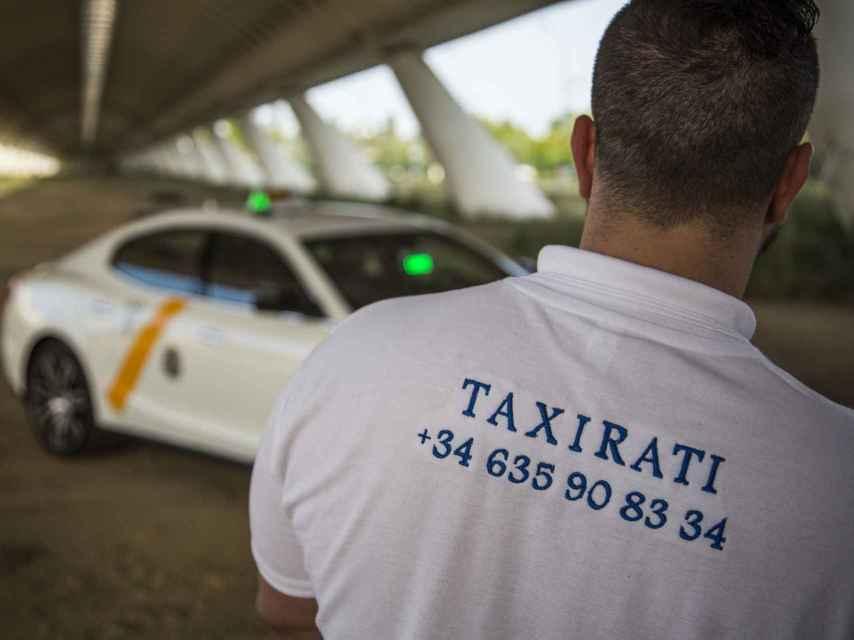 Jesús Lobo ha bautizado 'Taxirati' a su Maserati convertido en taxi.