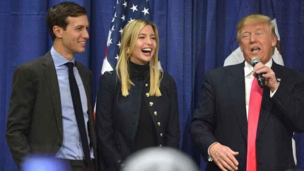 Jared, Ivanka y Donald Trump en Iowa durante la campaña presidencial.