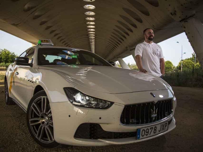 Jesús Lobo ha transformado su Maserati en un taxi. Lo llama el Taxirati.