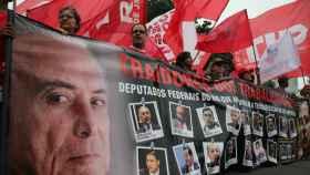 Las protestas en contra del presidente se suceden en las calles brasileñas.