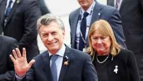 Mauricio Macri y tras él, la hasta ahora ministra de Exteriores de Argentina, Susana Malcorra.