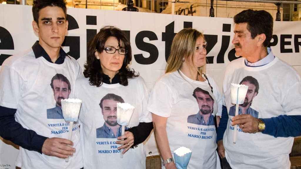 Los familiares de Mario Biondo pidiendo justicia