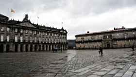 Una sorprendente estampa: la plaza del Obradoiro nublada tras la lluvia.