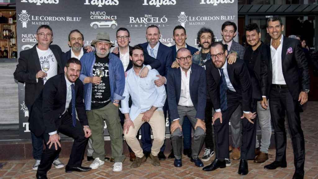 Un photocall muy gastronómico con Andrés Rodríguez, editor de la revista TAPAS, y Paco Morales, el chef galardonado.   Foto: Carlos Cortés.