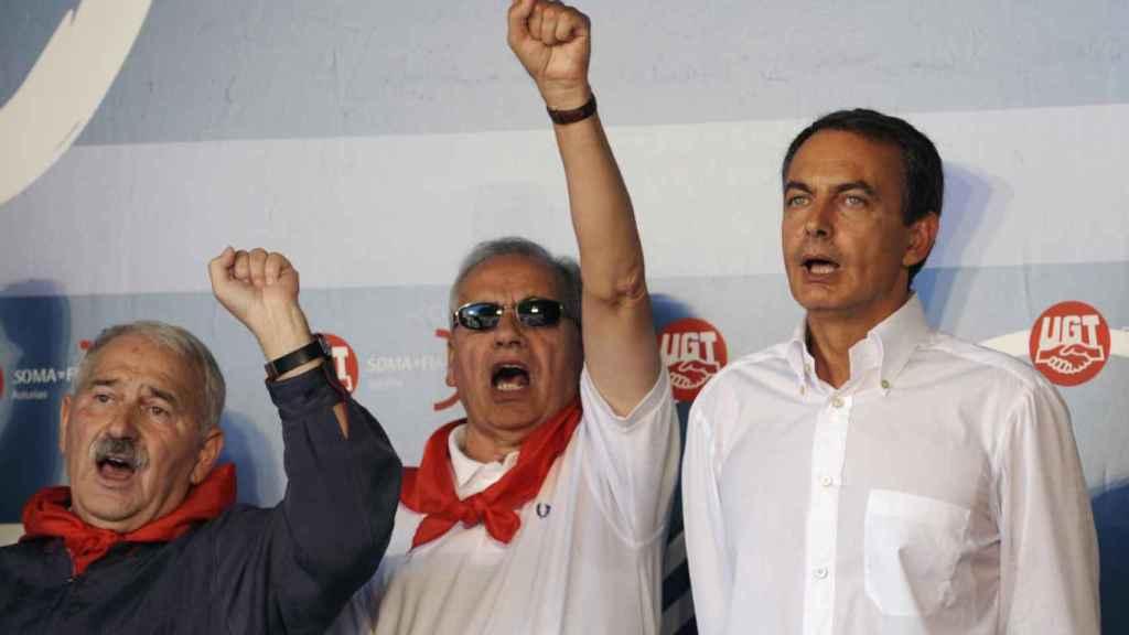 Fernández Villa, junto a Alfonso Guerra y José Luis Rodríguez Zapatero.