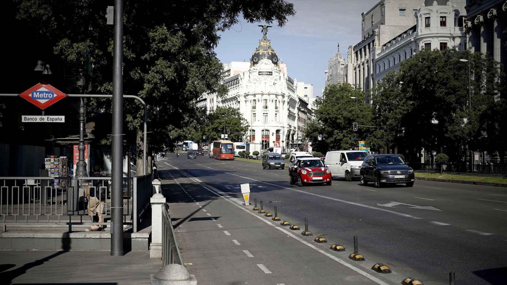 Imagen poco habitual de una de las principales avenidas de Madrid sin taxis