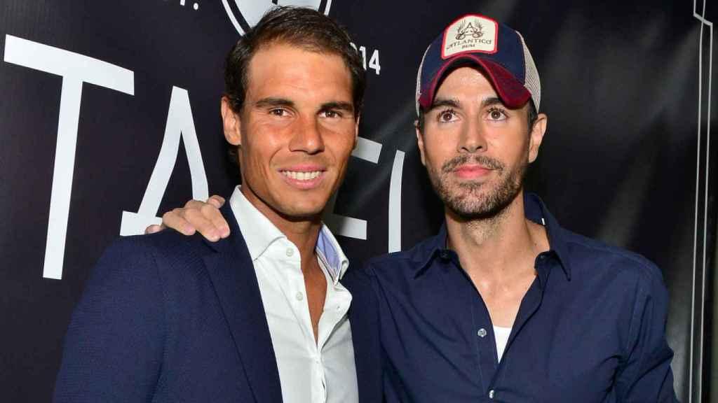 Enrique Iglesias y Rafa Nadal durante la inauguración del restaurante Tatel en Madrid.