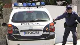 Un coche de polícia