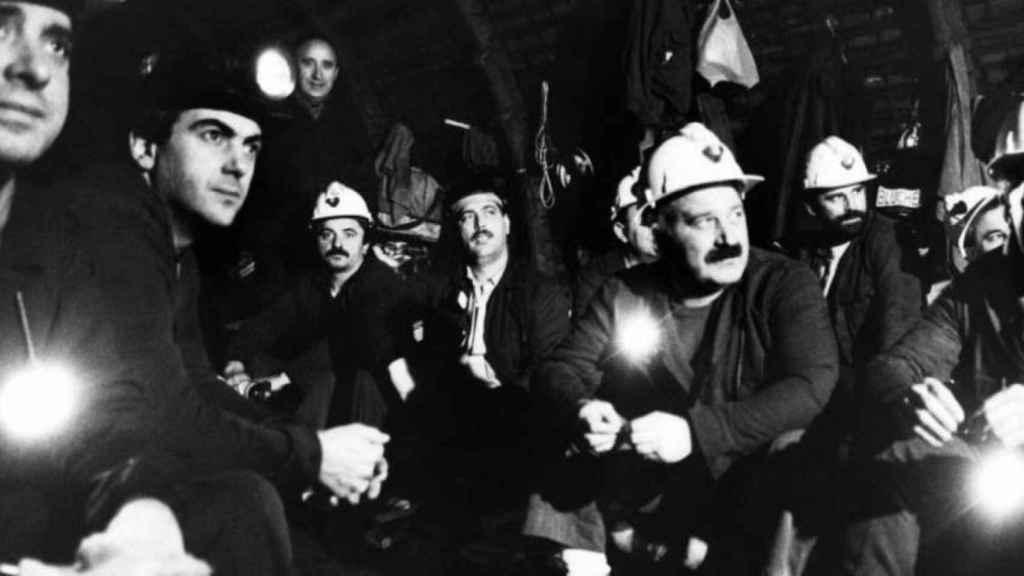 Fernández Villa, encerrado con otros sindicalistas mineros en Pozo Barredo.