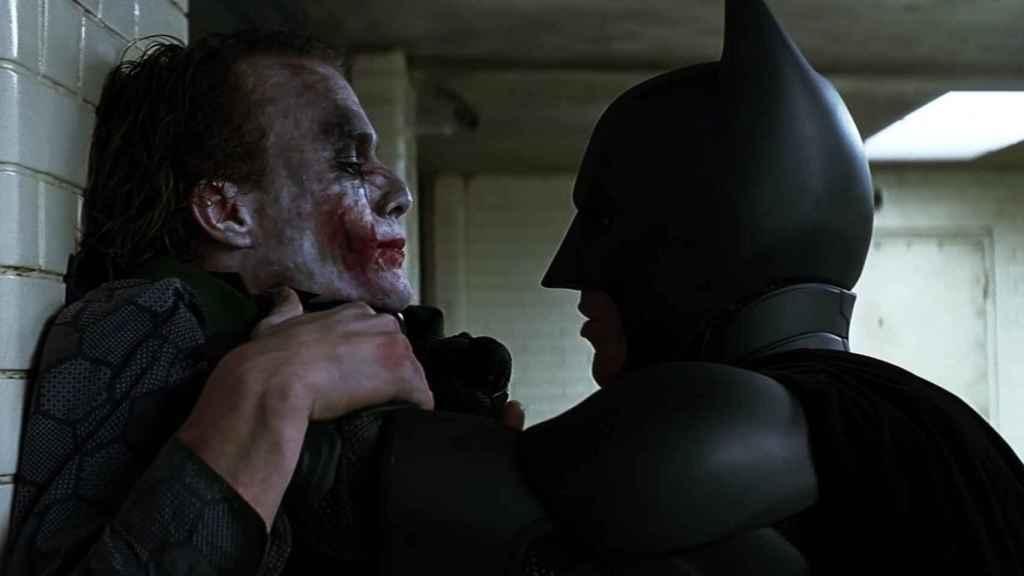 Batman y Joker en El caballero oscuro.