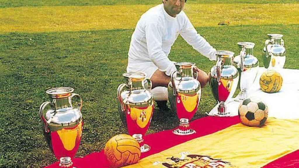 Gento con sus seis Copas de Europa, las primeras seis del Real Madrid.